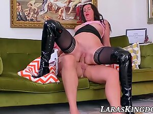 English mature babe bouncing on fat cock and eating hot cum