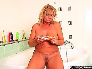 Chunky grandma with hanging big tits rubs her old clit