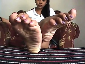 asian speriading toes